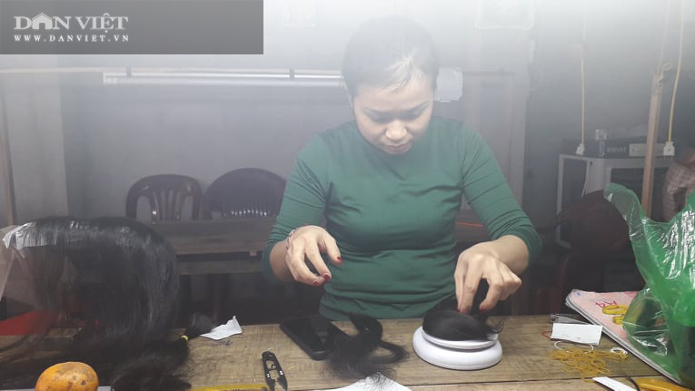 Thái Nguyên nhiều chị em phụ nữ tranh thủ thời gian nhàn rỗi rủ nhau làm đồ giả kiếm tiền thật  - Ảnh 4.