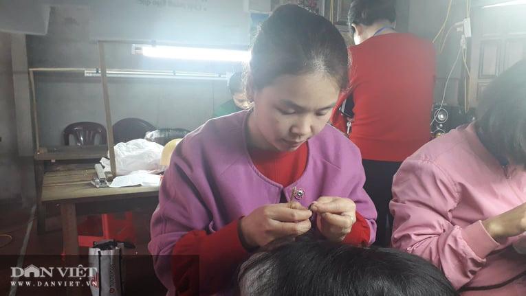 Thái Nguyên nhiều chị em phụ nữ tranh thủ thời gian nhàn rỗi rủ nhau làm đồ giả kiếm tiền thật  - Ảnh 5.