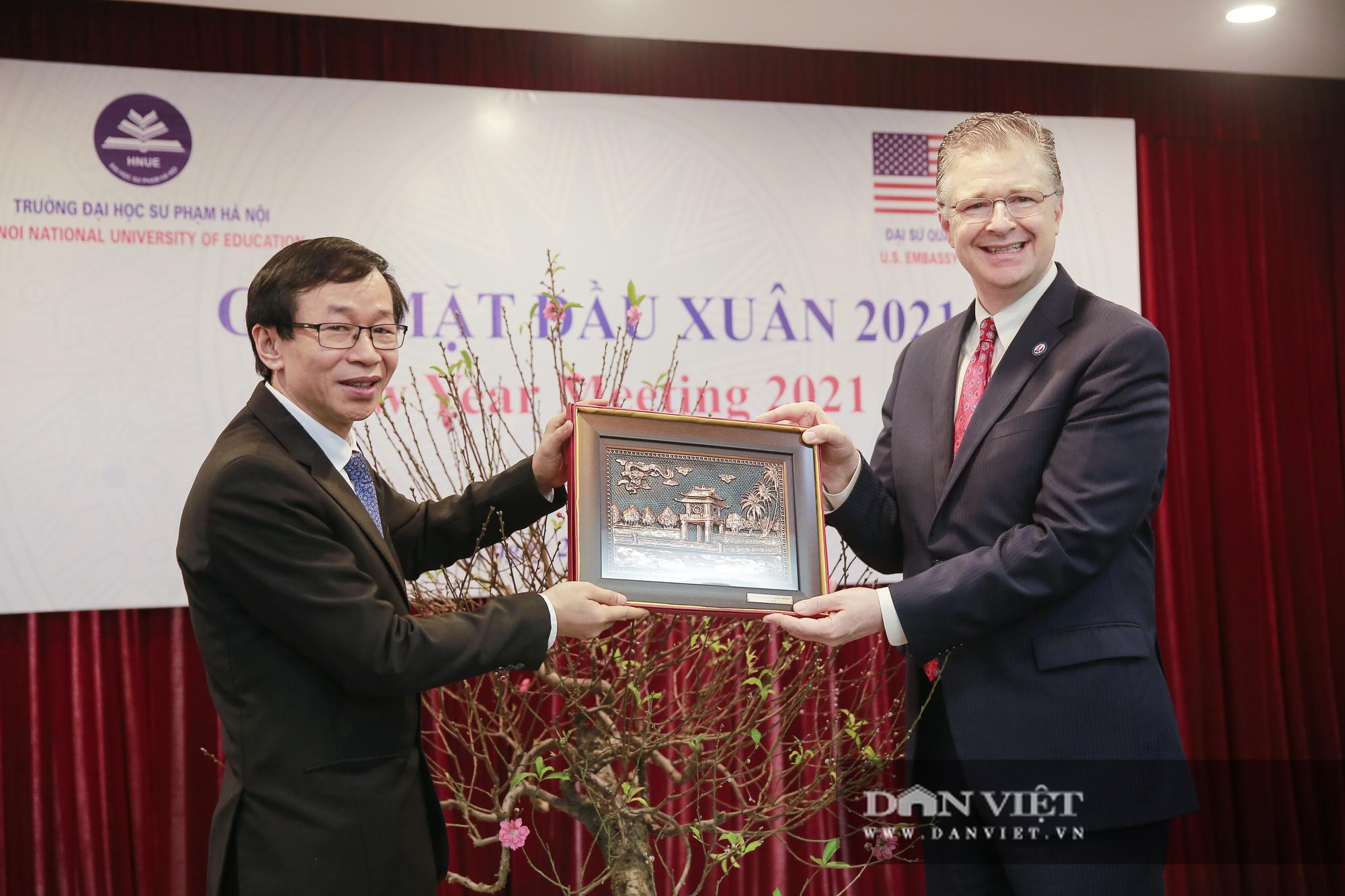 """Đại sứ Hoa Kỳ trao tặng cây đào đặc biệt tại nơi đào tạo ra những """"người lái đò"""" - Ảnh 6."""