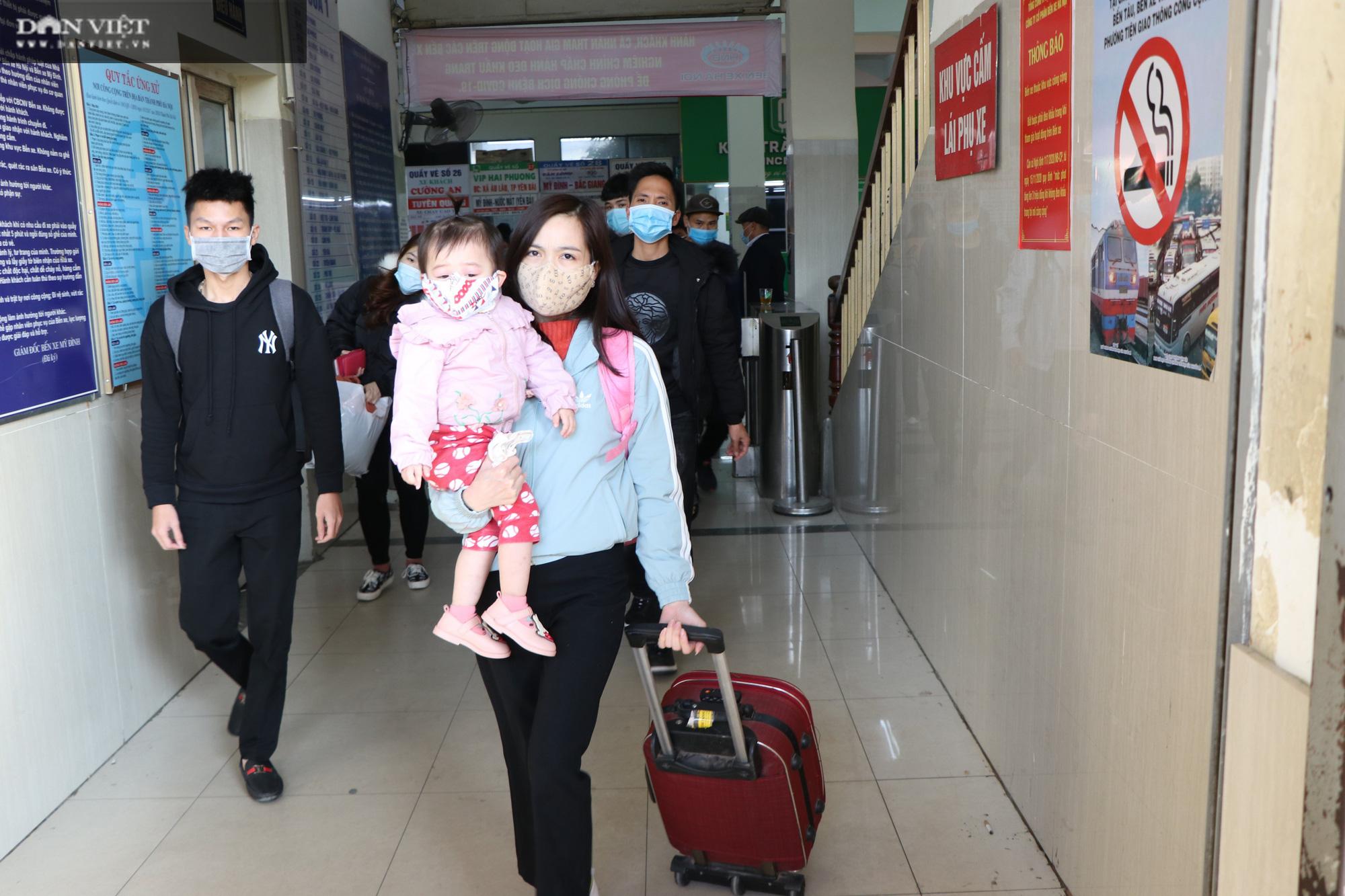 Hà Nội, TP.HCM: Các bến xe khách đồng loạt siết chặt công tác phòng dịch - Ảnh 2.