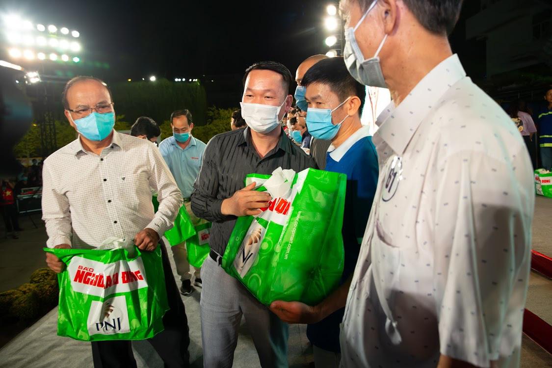 PNJ hỗ trợ công nhân nghèo đón Tết Tân Sửu 2021 - Ảnh 3.