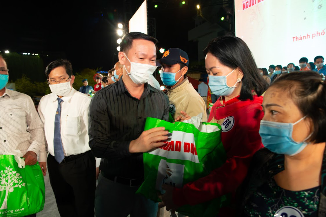 PNJ hỗ trợ công nhân nghèo đón Tết Tân Sửu 2021 - Ảnh 1.