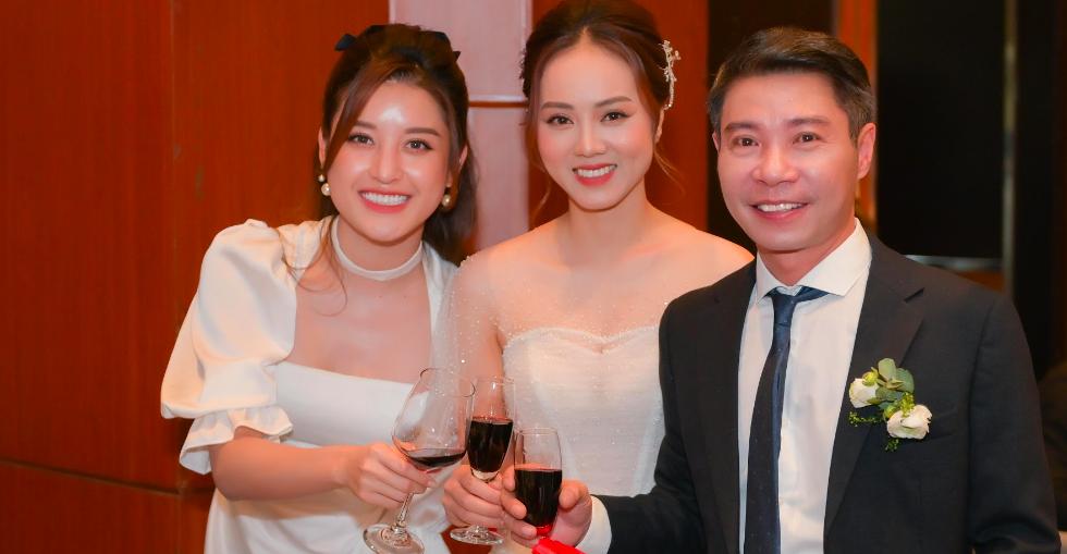 Toàn cảnh đám cưới lần ba của NSND Công Lý với cô dâu xinh đẹp kém 15 tuổi - Ảnh 1.