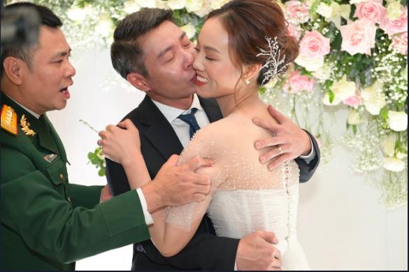Toàn cảnh đám cưới lần ba của NSND Công Lý với cô dâu xinh đẹp kém 15 tuổi - Ảnh 14.