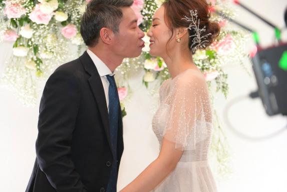 Toàn cảnh đám cưới lần ba của NSND Công Lý với cô dâu xinh đẹp kém 15 tuổi - Ảnh 13.