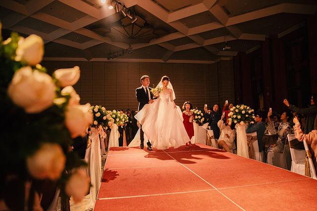 Toàn cảnh đám cưới lần ba của NSND Công Lý với cô dâu xinh đẹp kém 15 tuổi - Ảnh 9.