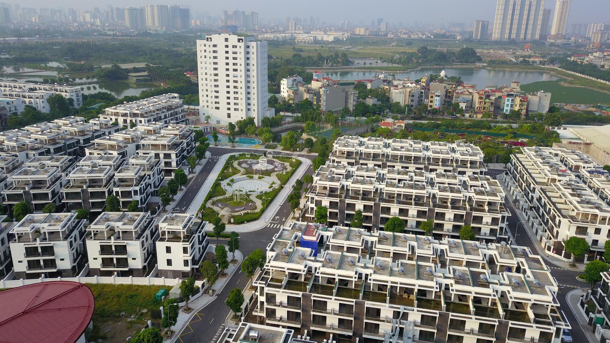 Nhiệm kỳ bộ trưởng Phạm Hồng Hà, thị trường bất động sản ra sao? - Ảnh 2.