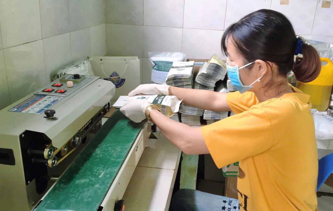 Quảng Nam: Nữ 9X biến củ nghệ trắng thành sản phẩm có giá trị kinh tế cao - Ảnh 4.