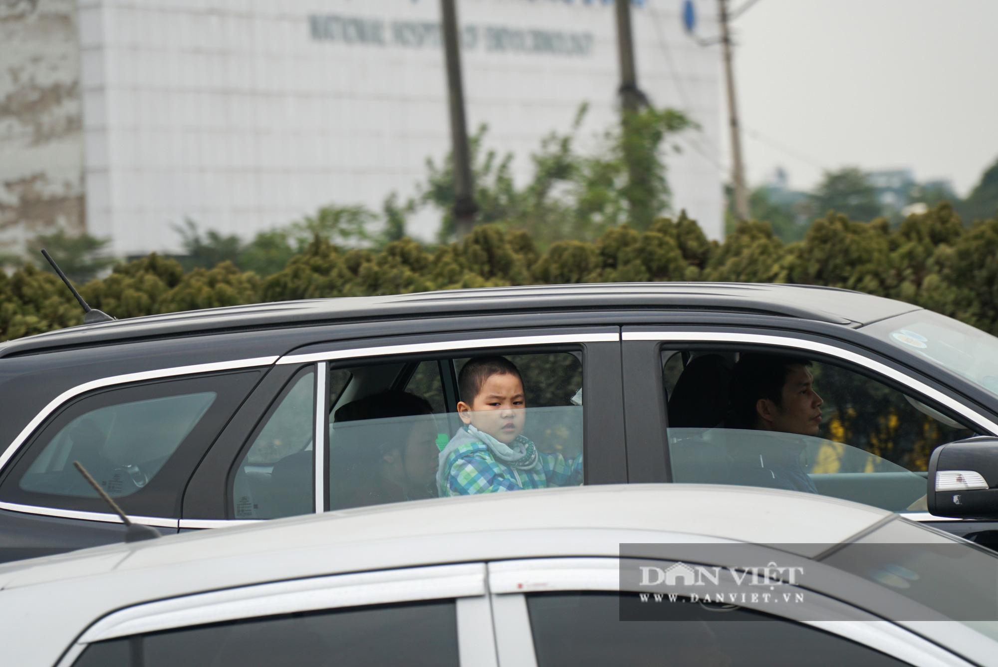 Cửa ngõ Thủ đô ùn tắc gần chục cây số sau khi kết thúc kỳ nghỉ Tết Dương lịch - Ảnh 8.