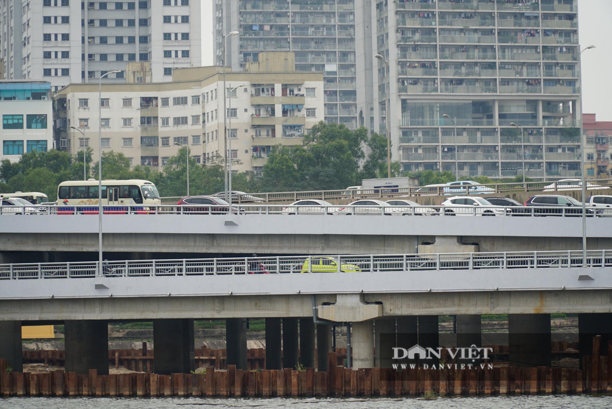 Cửa ngõ Thủ đô ùn tắc gần chục cây số sau khi kết thúc kỳ nghỉ Tết Dương lịch - Ảnh 13.