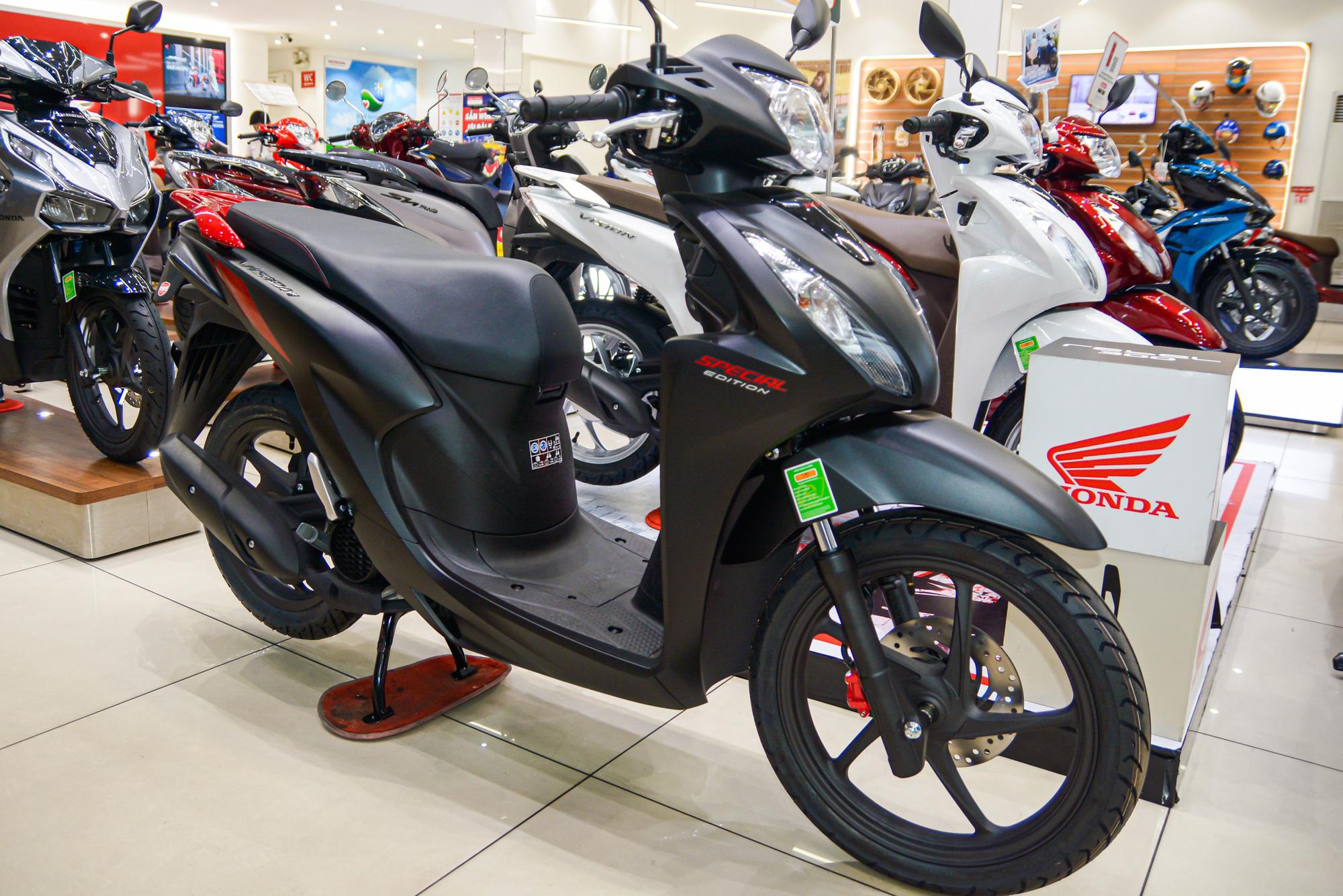 Honda Vision phiên bản mới tiếp tục bị tăng giá bán - Ảnh 3.