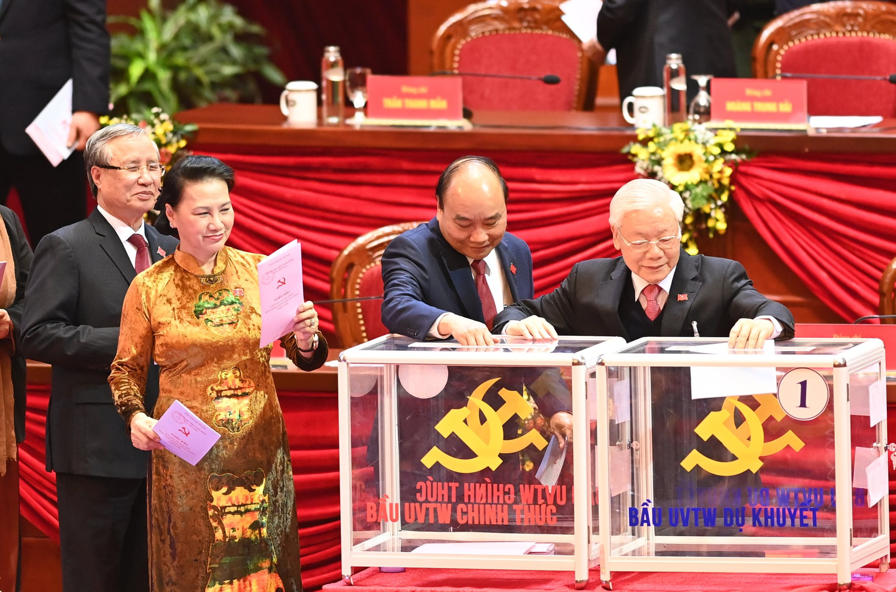 Mới: Công bố danh sách 200 Ủy viên Trung ương Đảng được Đại hội XIII bầu - Ảnh 1.