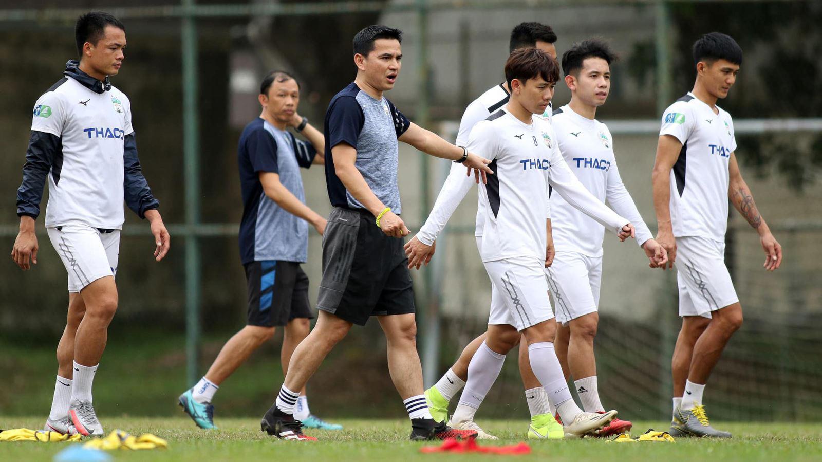 Trận đấu của HAGL và T.Bình Định ở vòng 3  V.League 2021 đã bị hoãn do ảnh hưởng của Covid-19.