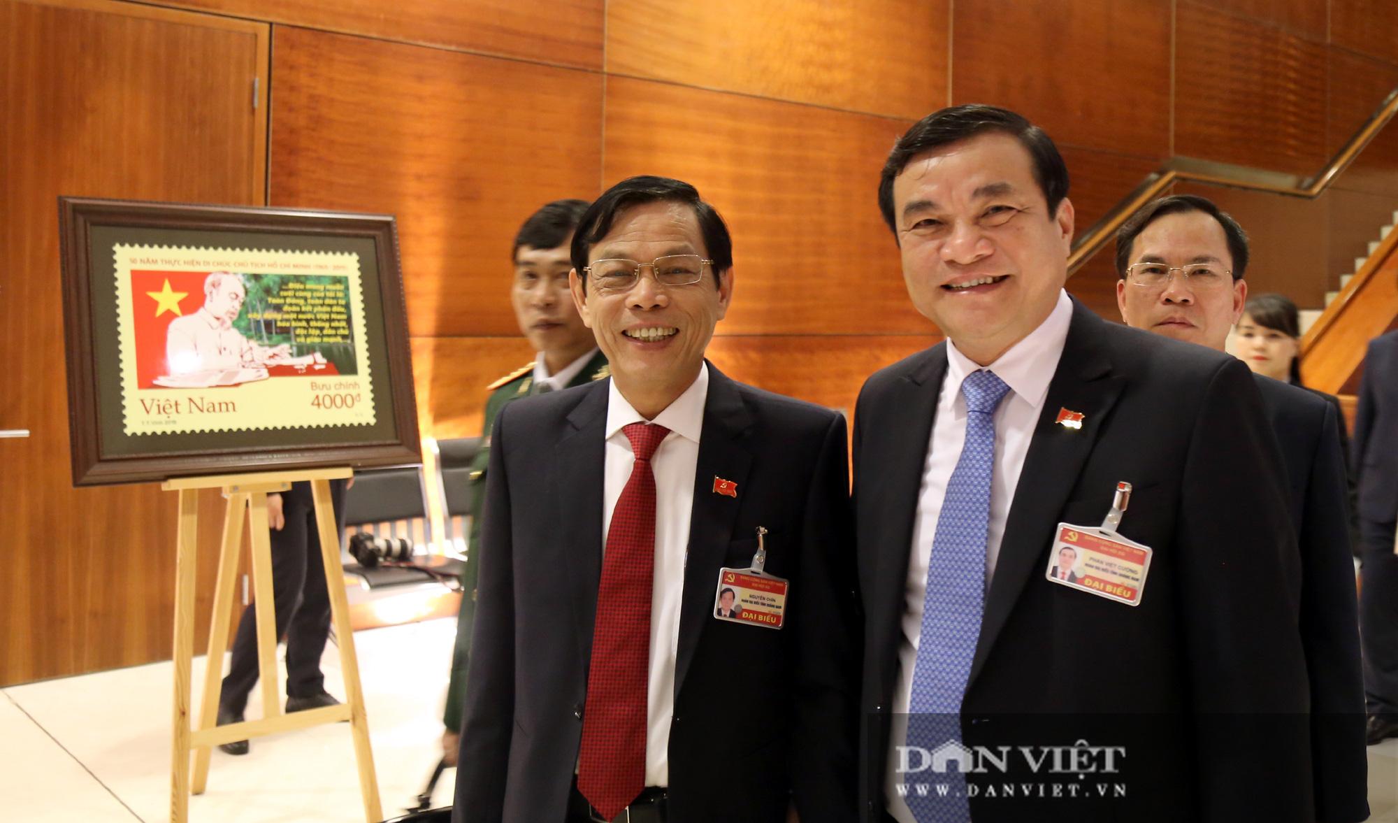 Ảnh: Niềm vui của các đại biểu trúng cử Ban Chấp hành Trung ương khóa XIII  - Ảnh 5.
