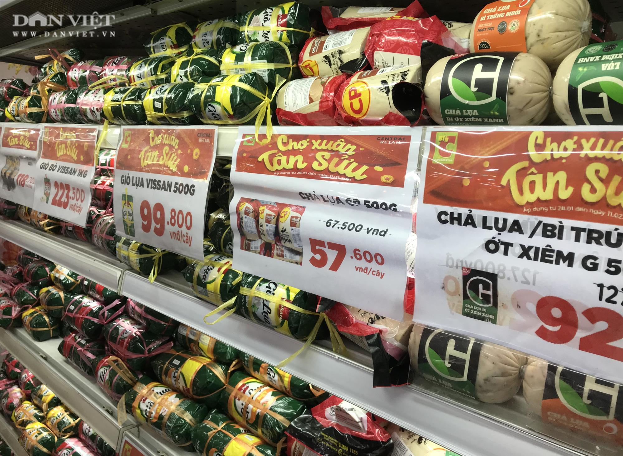 TP.HCM: Người dân ùn ùn đi siêu thị mua đồ tết vì lo Covid-19 - Ảnh 5.