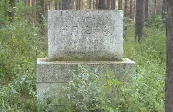 """Phát hiện mới nhất gây """"sững sờ"""" thế giới về khu rừng cổ bí ẩn với những ngôi mộ hiện đại - Ảnh 2."""