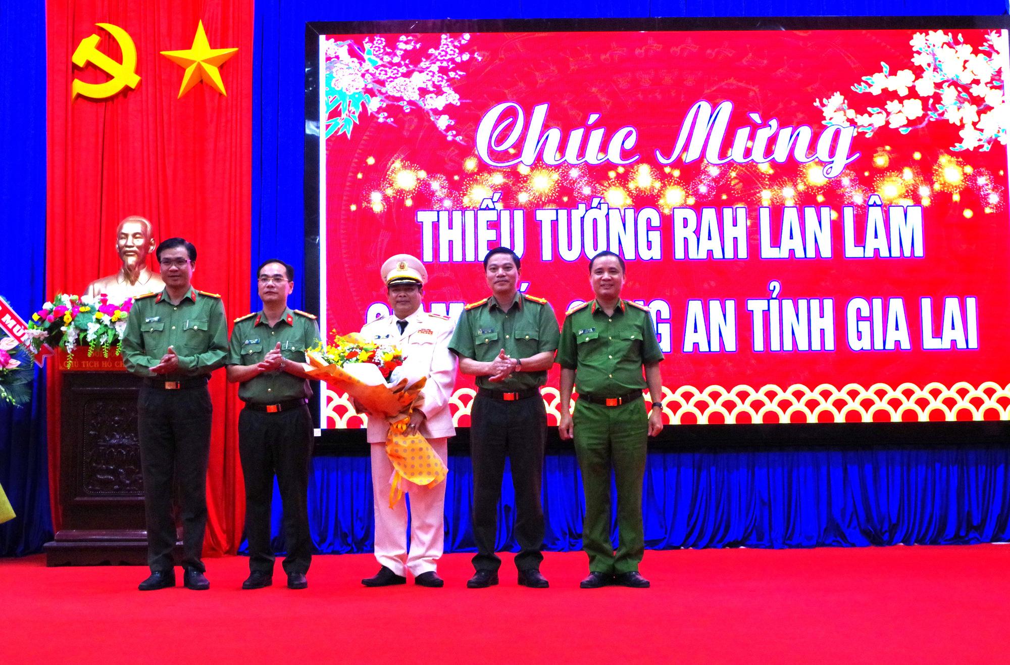 Giám đốc Công an tỉnh Gia Lai được thăng hàm thiếu tướng - Ảnh 1.