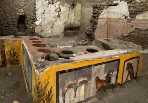 """""""Chấn động"""" thế giới: Tiệm ăn nhanh từ 2000 năm trước ở La Mã cổ đại với hài cốt bí ẩn bên trong - Ảnh 1."""
