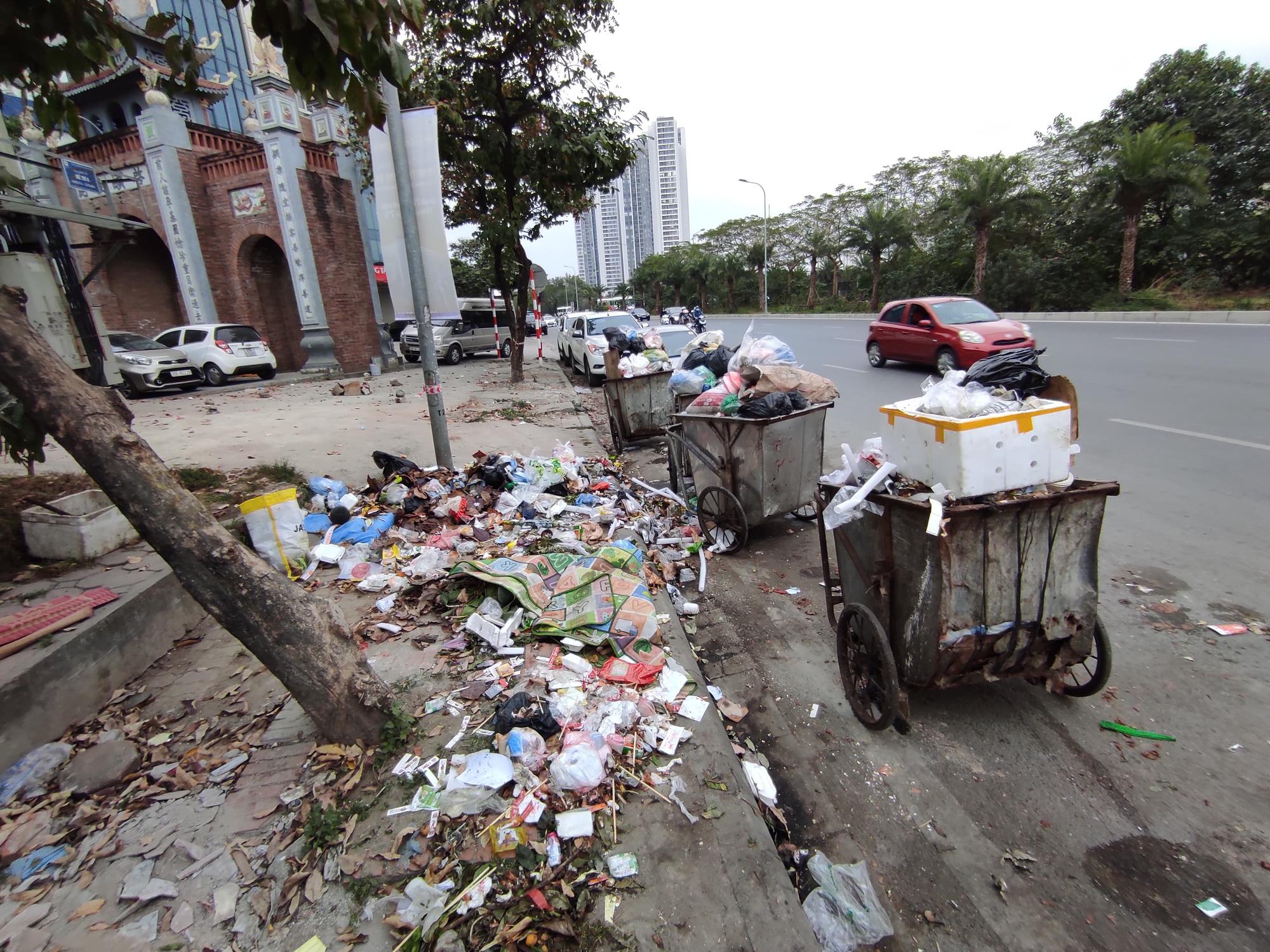 Chủ tịch Hà Nội yêu cầu thanh tra toàn diện việc thu gom rác thải của Công ty Minh Quân - Ảnh 1.