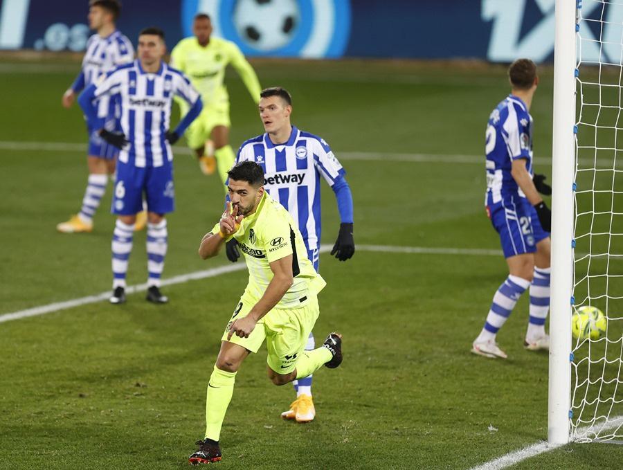 Suarez lại tỏa sáng, Atletico Madrid lên đầu La Liga - Ảnh 2.
