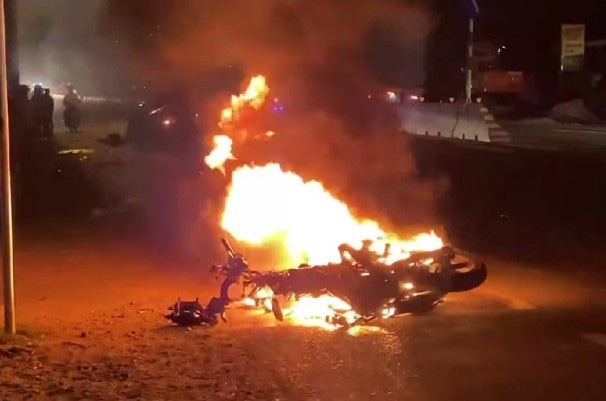 Xe máy bốc cháy, nạn nhân lìa chân sau tai nạn với ôtô trên Quốc lộ 1 - Ảnh 2.