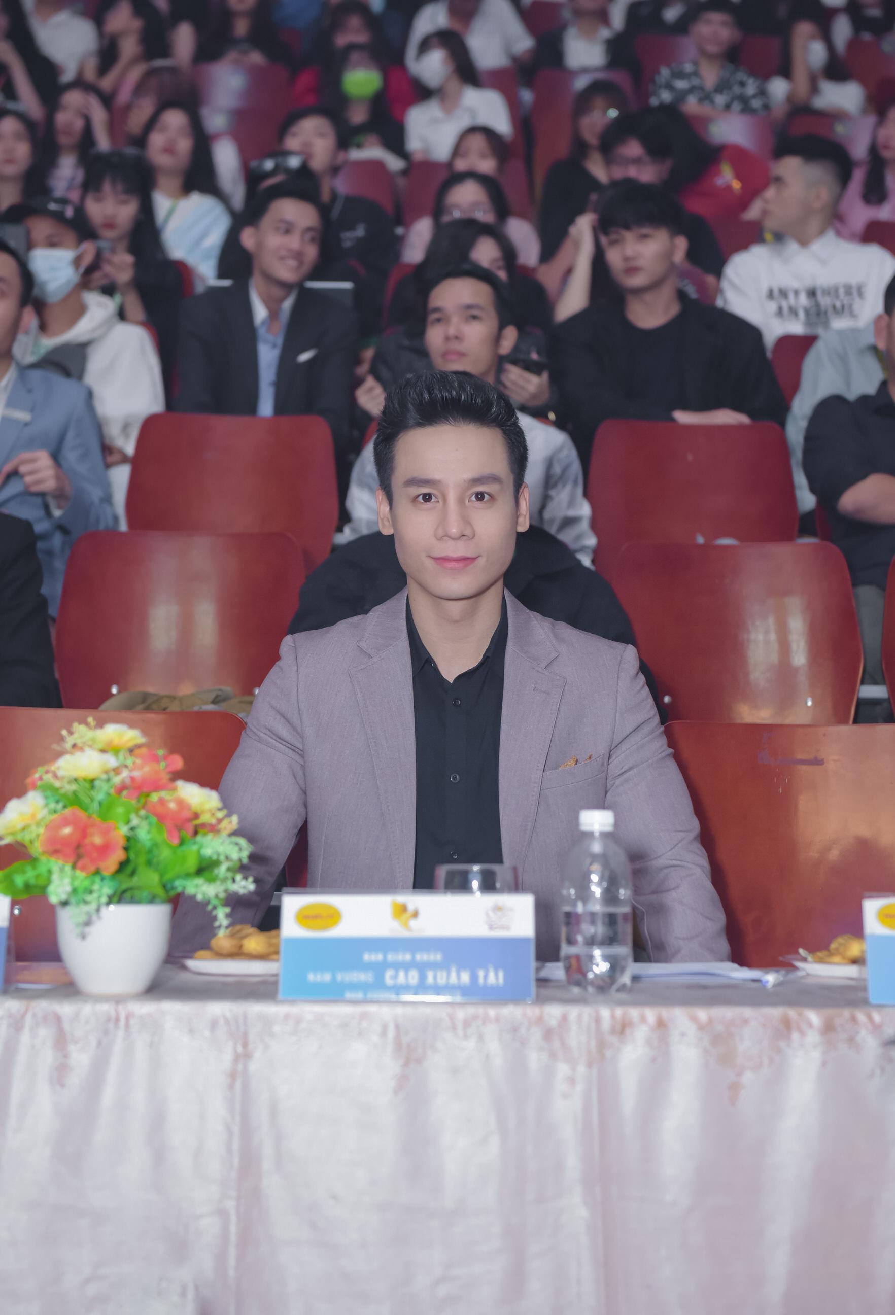 """Nam vương Cao Xuân Tài: """"Lần đầu chạm ngõ điện ảnh, tôi được đạo diễn Bá Cường hỗ trợ rất nhiều"""" - Ảnh 3."""