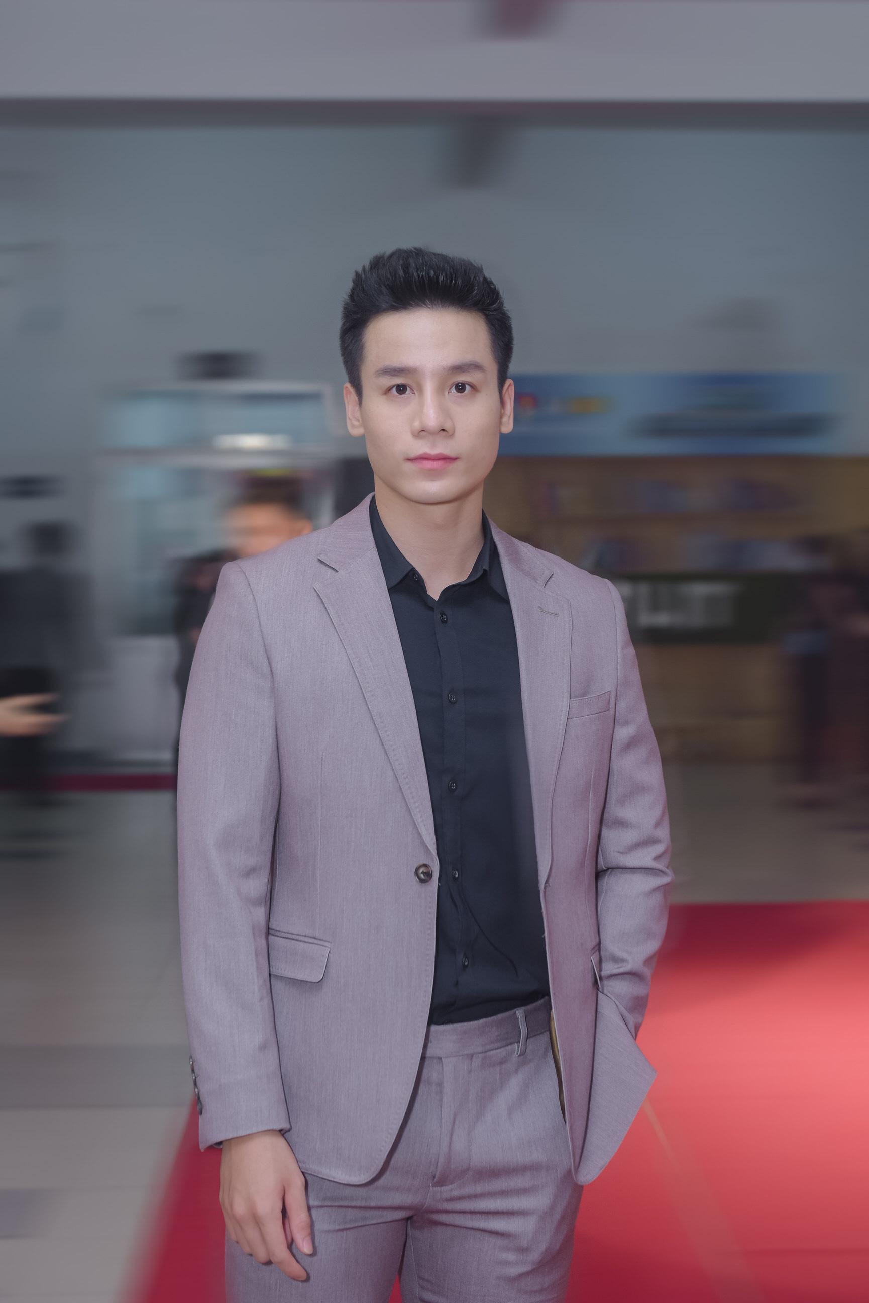 """Nam vương Cao Xuân Tài: """"Lần đầu chạm ngõ điện ảnh, tôi được đạo diễn Bá Cường hỗ trợ rất nhiều"""" - Ảnh 1."""