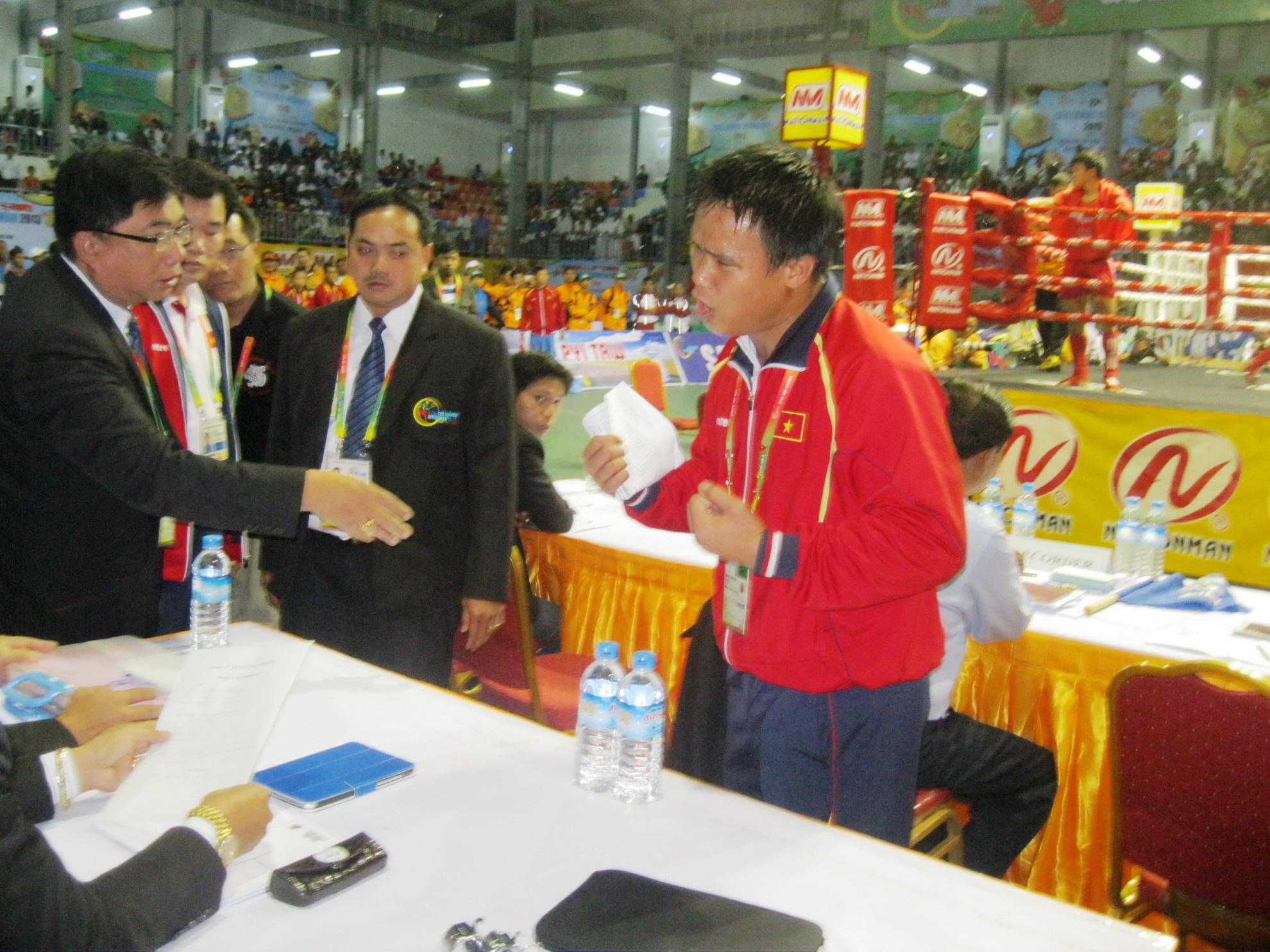 """Nguyễn Trần Duy Nhất bật khóc vì """"trò hề"""" ở """"ao làng"""" SEA Games - Ảnh 5."""