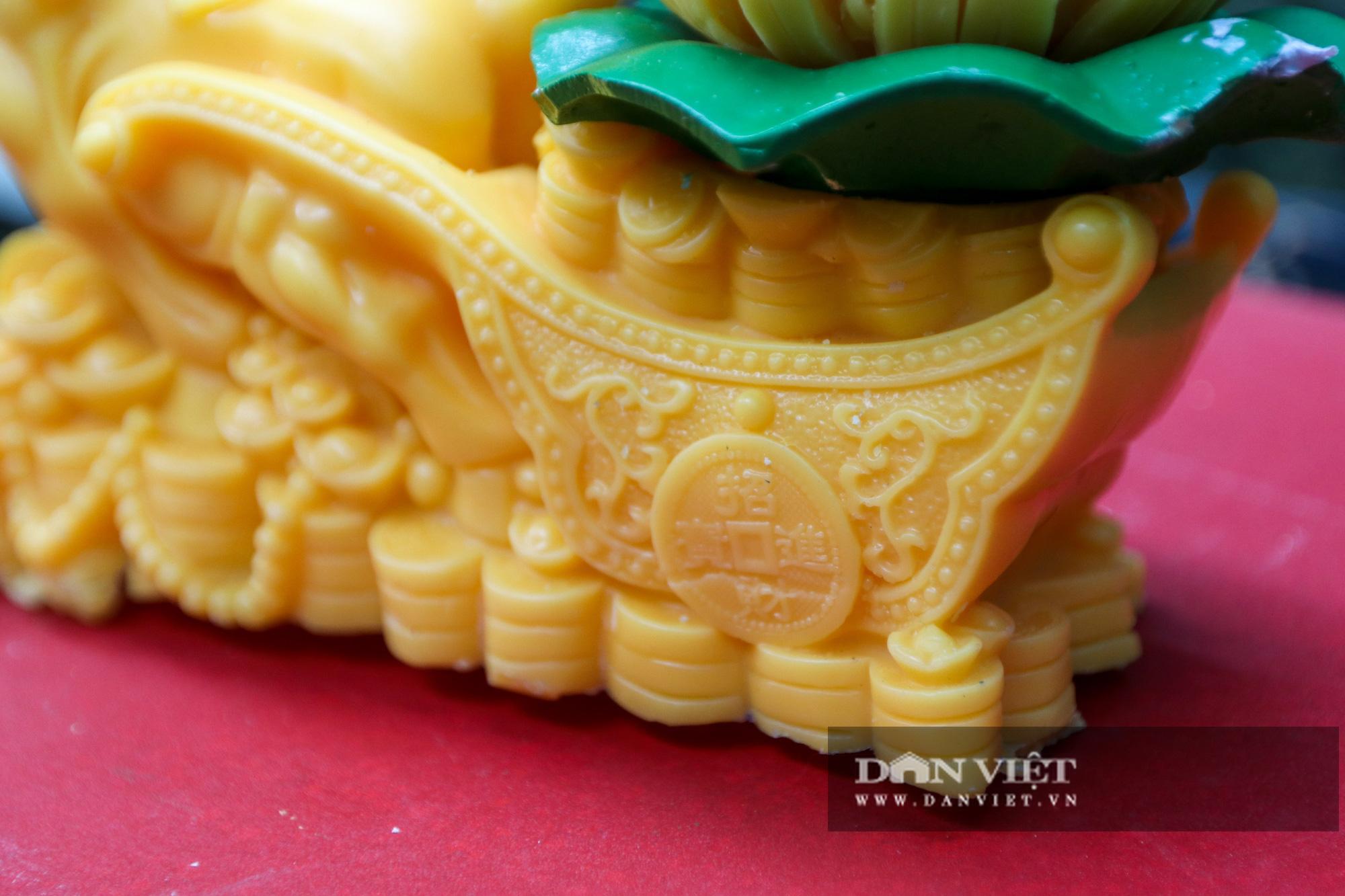 Độc đáo nến trâu vàng hút người mua chơi Tết Tân Sửu - Ảnh 5.