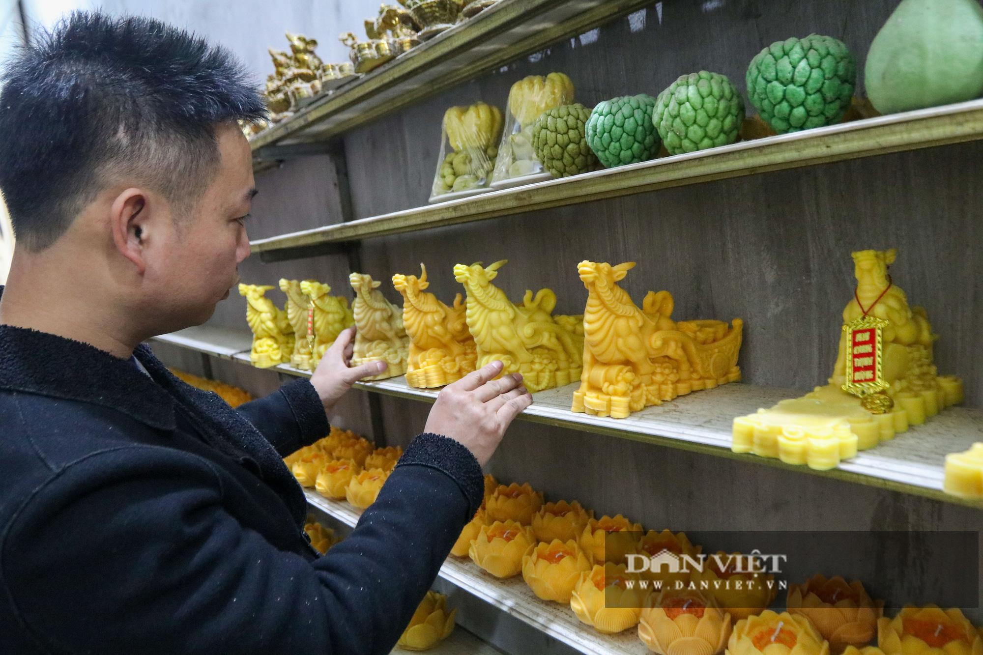 Độc đáo nến trâu vàng hút người mua chơi Tết Tân Sửu - Ảnh 11.