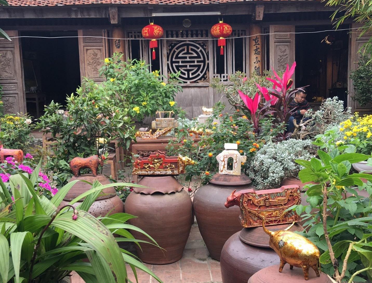 Đàn trâu gỗ dát vàng 1010 con ở ngôi làng cổ gần Hà Nội - Ảnh 2.