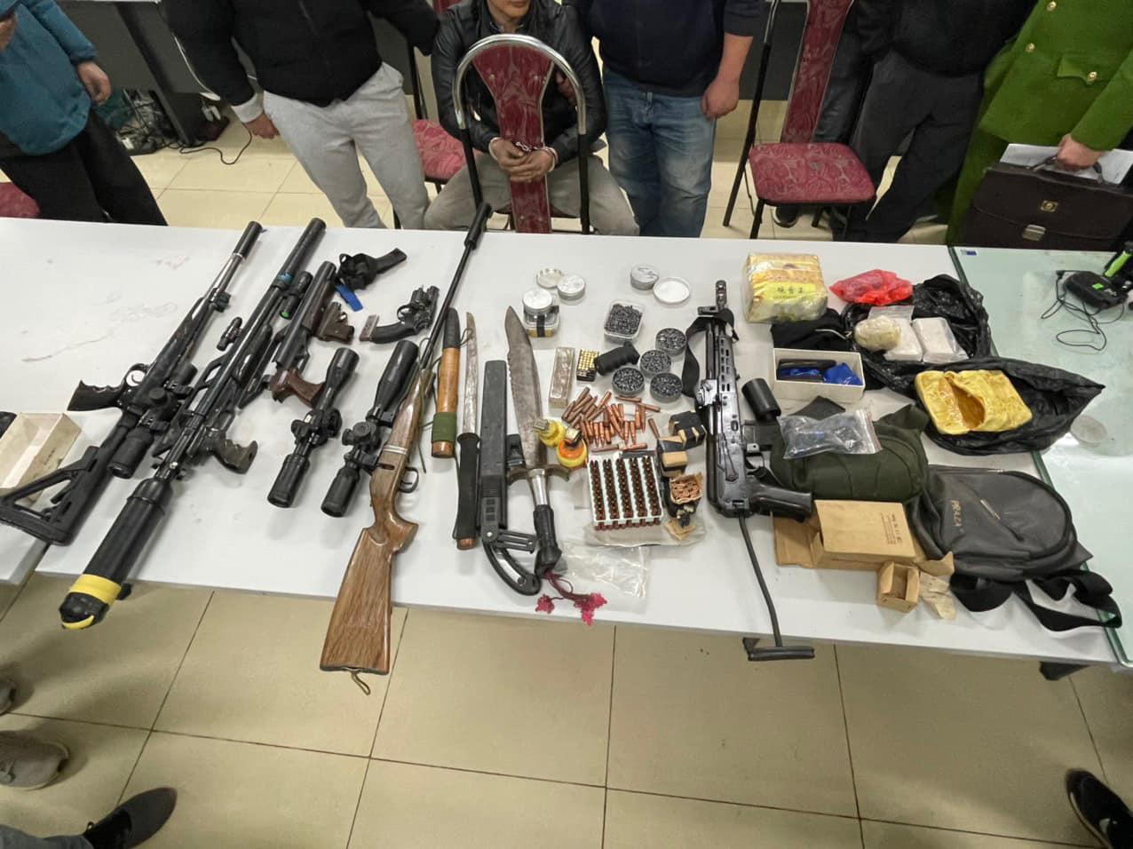 Công an Sơn La tóm gọn đối tượng nổ 5 phát súng, tàng trữ trái phép chất ma túy  - Ảnh 4.