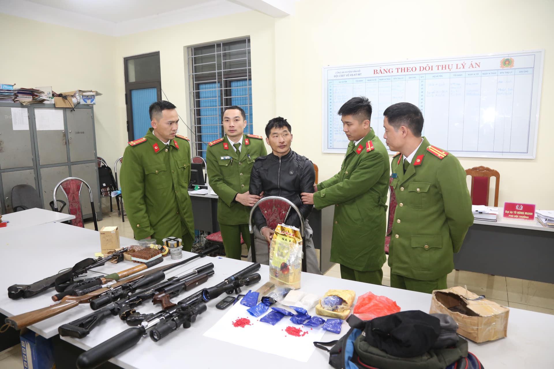 Công an Sơn La tóm gọn đối tượng nổ 5 phát súng, tàng trữ trái phép chất ma túy  - Ảnh 2.