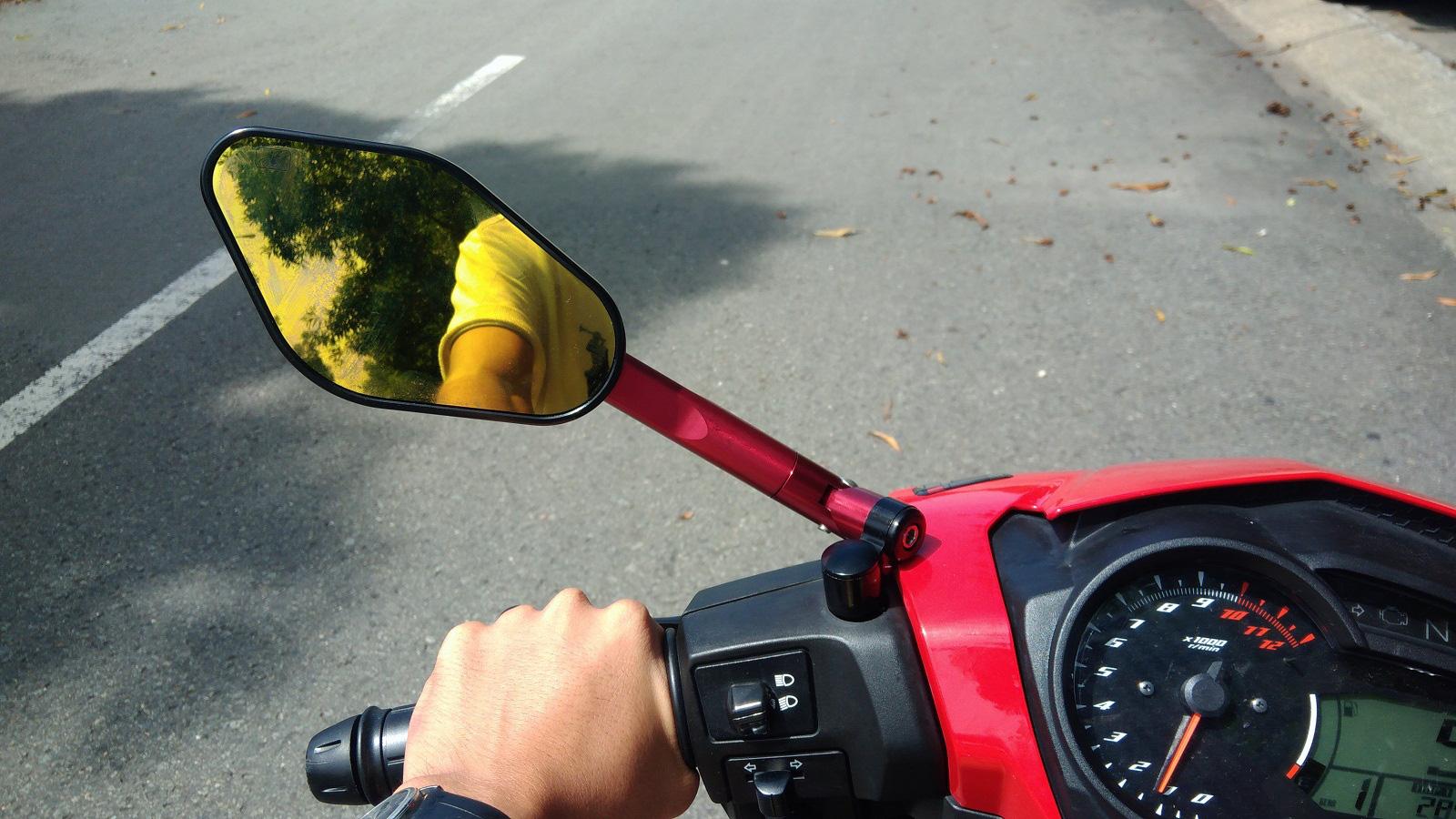 Xe máy không gương chiếu hậu bị xử phạt thế nào? - Ảnh 3.