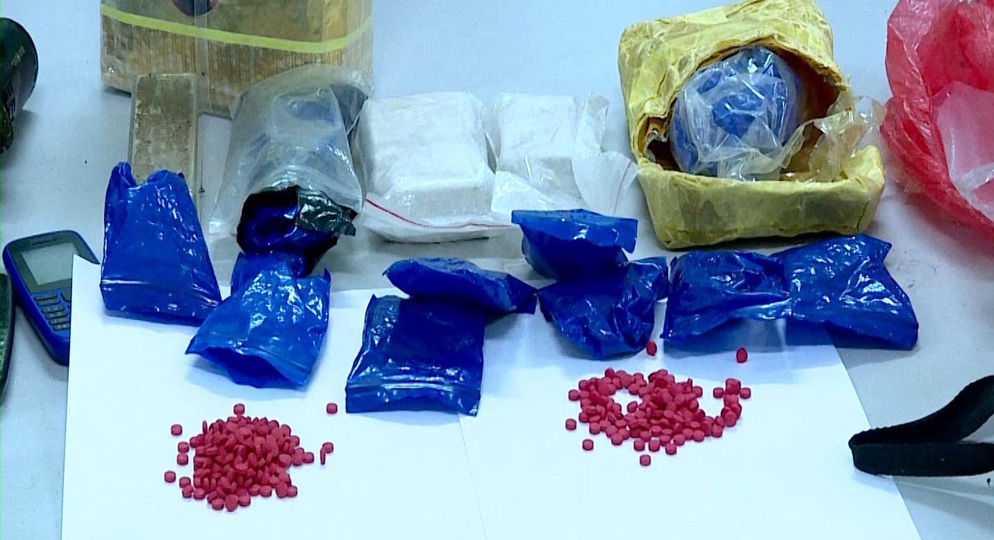 Công an Sơn La tóm gọn đối tượng nổ 5 phát súng, tàng trữ trái phép chất ma túy  - Ảnh 3.