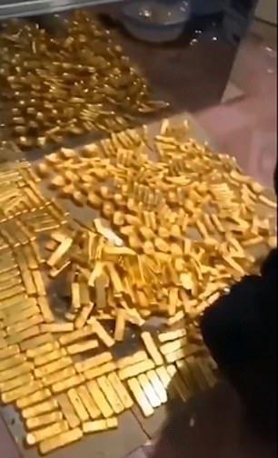 Cận cảnh nơi quan tham Trung Quốc giấu 2 tấn tiền nhận hối lộ - Ảnh 6.