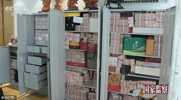 Cận cảnh nơi quan tham Trung Quốc giấu 2 tấn tiền nhận hối lộ - Ảnh 4.
