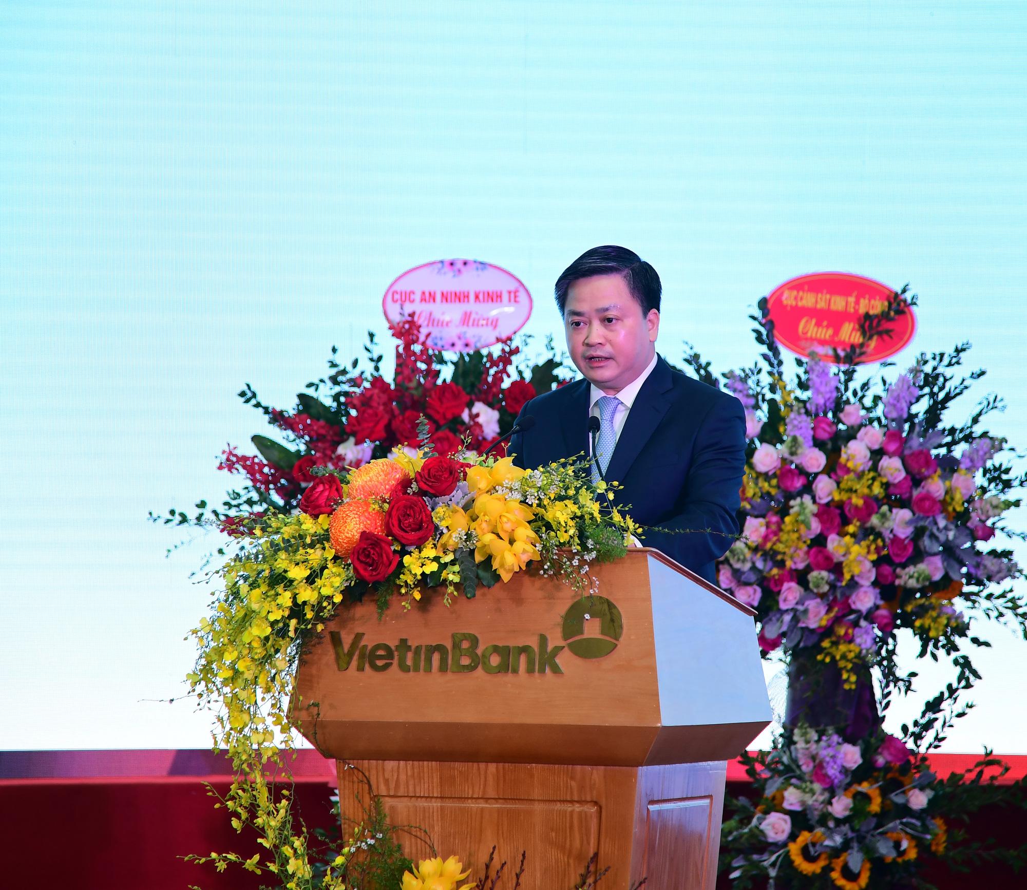 Nợ xấu của VietinBank bất ngờ về dưới 1%, cổ phiếu kịch trần - Ảnh 2.