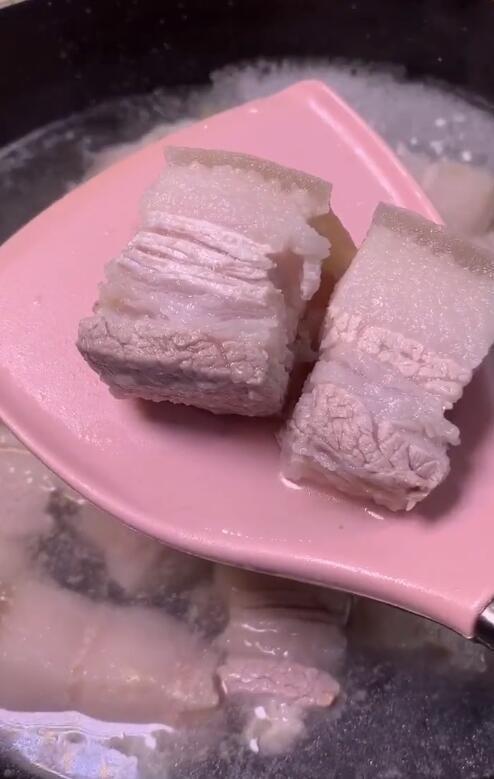 Cách nấu thịt lợn kho tại nhà đơn giản nhất với 4 bước  - Ảnh 3.