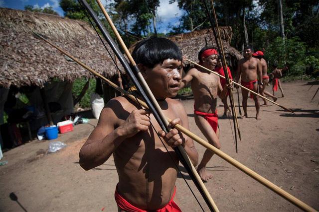 Bộ tộc sống biệt lập trong rừng sâu Amazon với những tập tục kỳ lạ, ghê rợn - Ảnh 3.
