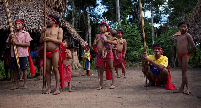 Bộ tộc sống biệt lập trong rừng sâu Amazon với những tập tục kỳ lạ, ghê rợn - Ảnh 4.