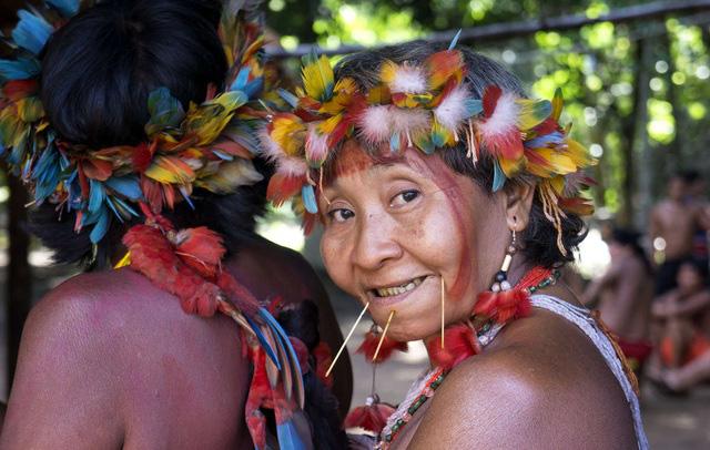 Bộ tộc sống biệt lập trong rừng sâu Amazon với những tập tục kỳ lạ, ghê rợn - Ảnh 6.