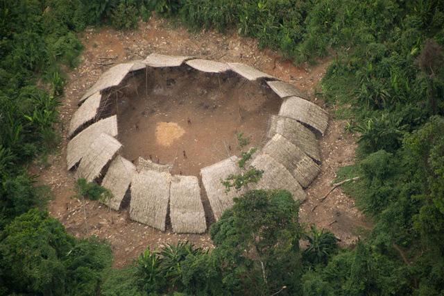 Bộ tộc sống biệt lập trong rừng sâu Amazon với những tập tục kỳ lạ, ghê rợn - Ảnh 7.