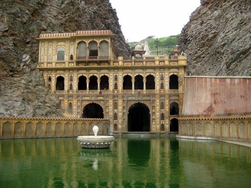 Ngôi đền cho khỉ đẹp tựa cung điện - Ảnh 2.
