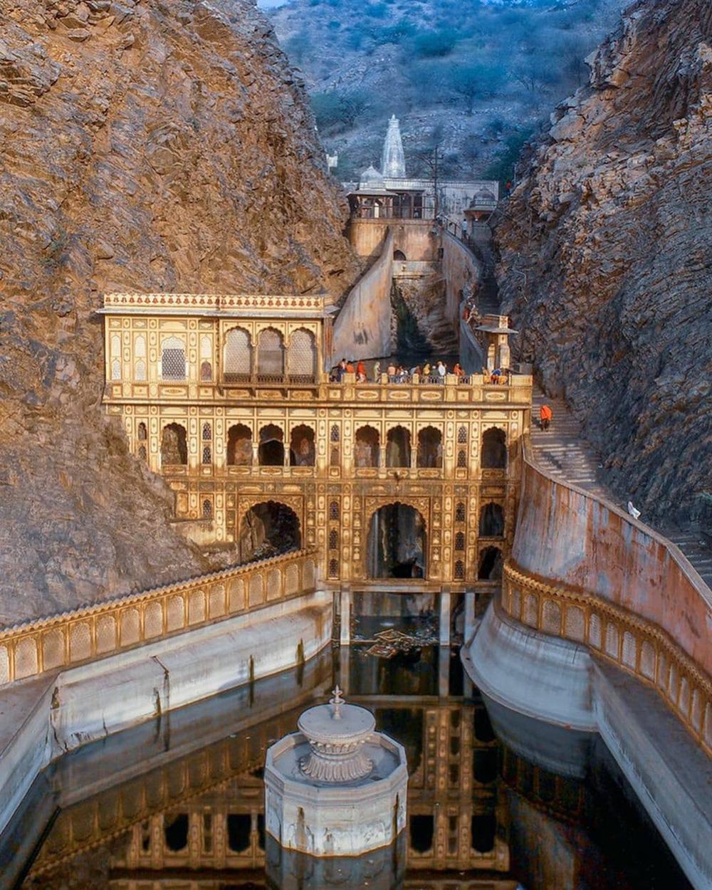 Ngôi đền cho khỉ đẹp tựa cung điện - Ảnh 7.