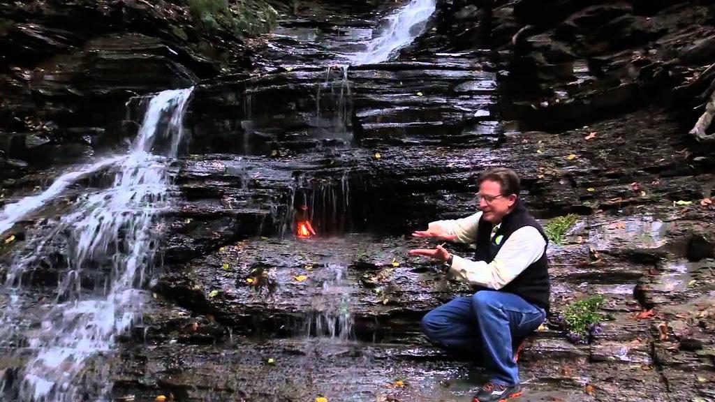 Điều gì xảy ra với ngọn lửa liên tục cháy trong thác nước? - Ảnh 3.