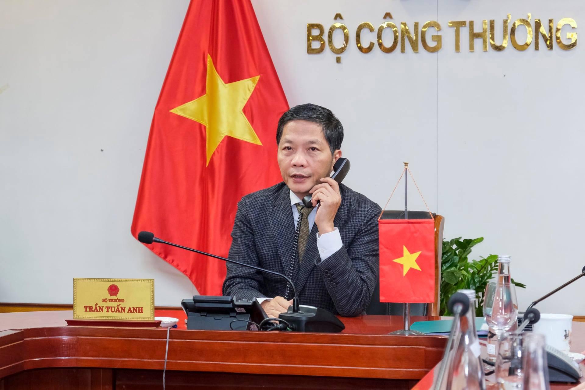 Bộ trưởng Trần Tuấn Anh điện đàm với Mỹ về việc điều tra tiền tệ, nhập khẩu gỗ - Ảnh 1.