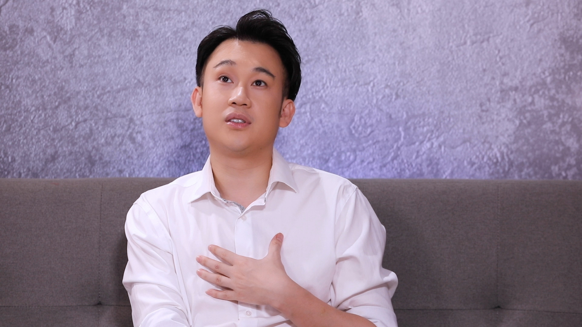 """Dương Triệu Vũ: """"Anh Hoài Linh sinh ra lúc gia đình có xe hơi, còn tôi sinh ra phải ở chuồng heo"""" - Ảnh 1."""