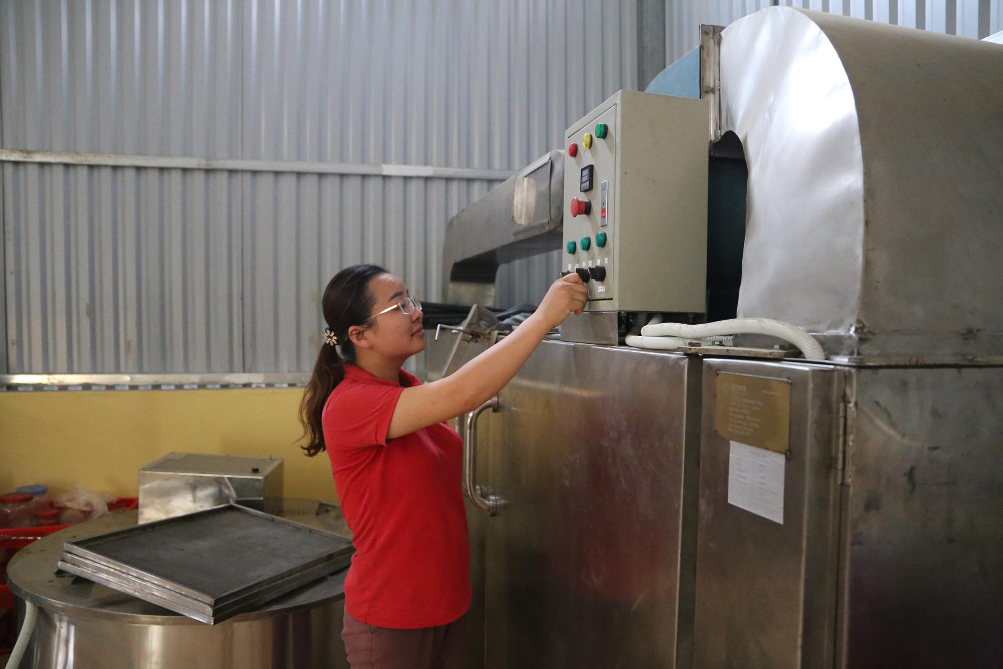 Nhờ bí quyết này nữ giám đốc nông dân đưa đặc sản lạp sườn gác bếp Bắc Kạn đi khắp cả nước - Ảnh 2.