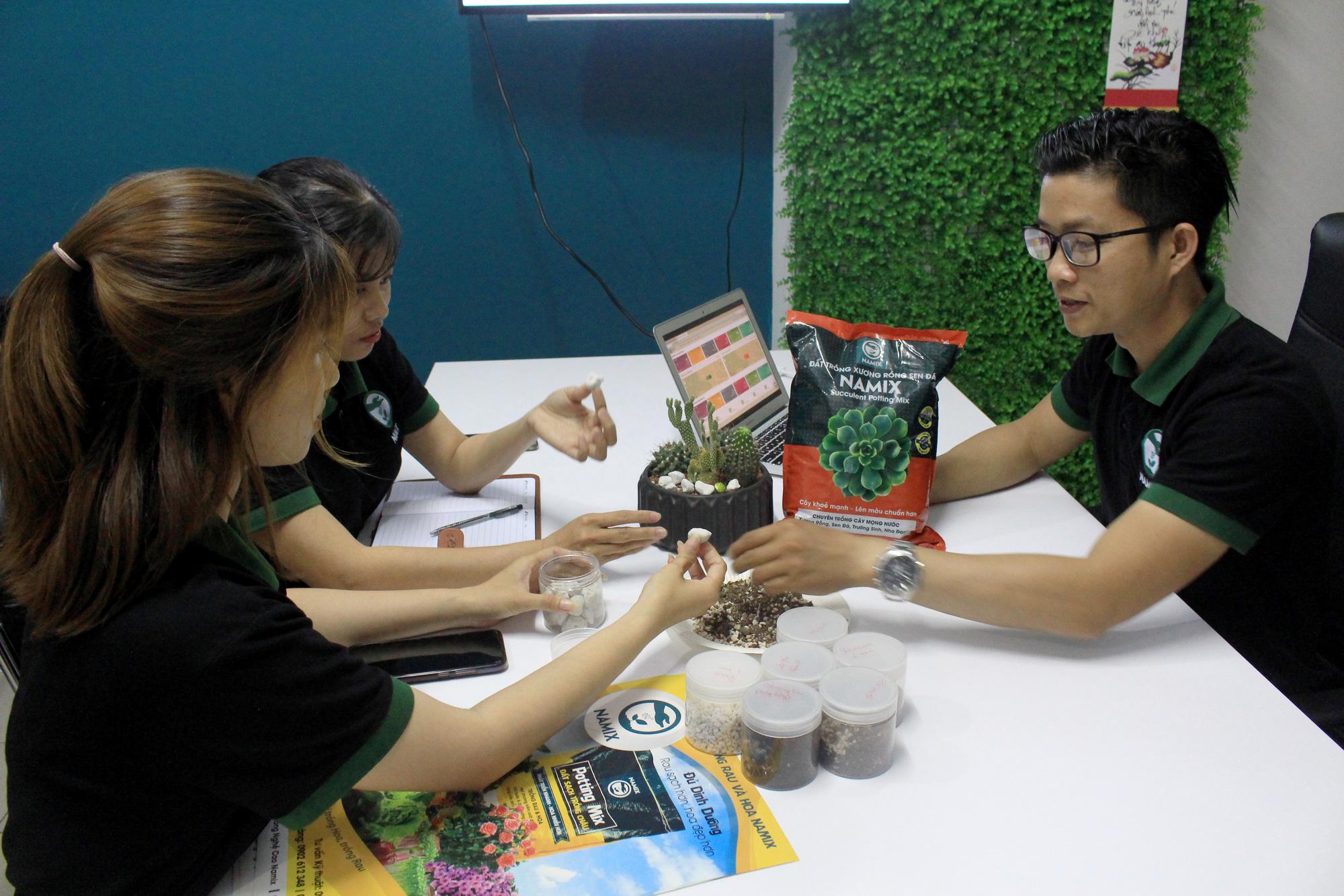 Đất trồng của chàng trai này có gì đặc biệt mà xuất khẩu được qua Singapore? - Ảnh 11.